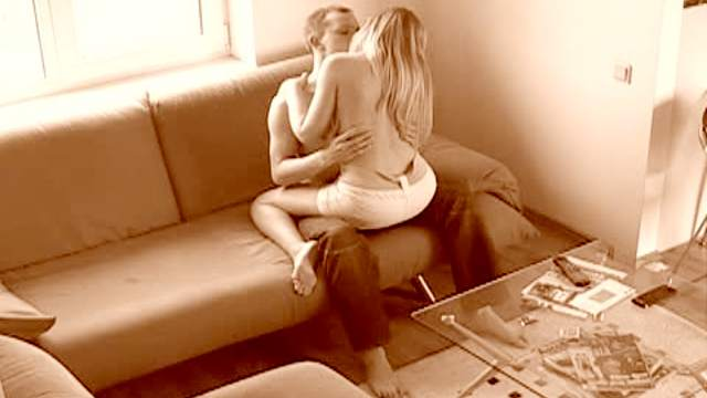 Teens get lusty on couch