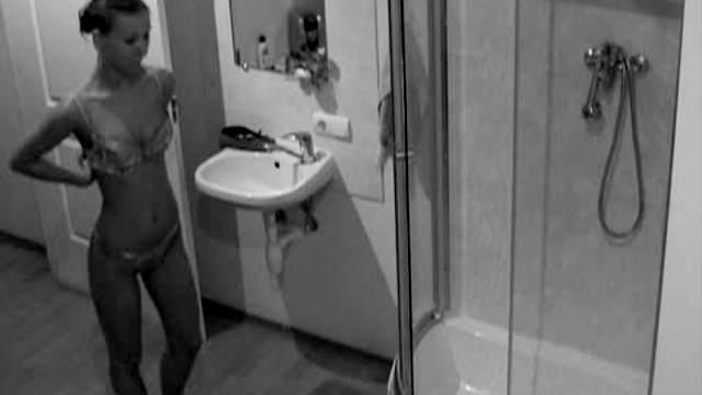 Leggy teen showers on hidden cam