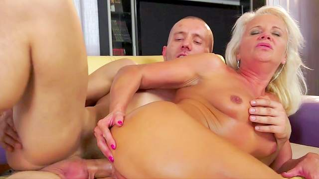 Granny is giving an awesome blowjob