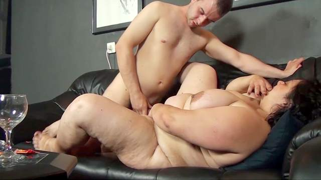 Very fat mature fuck with a young dick