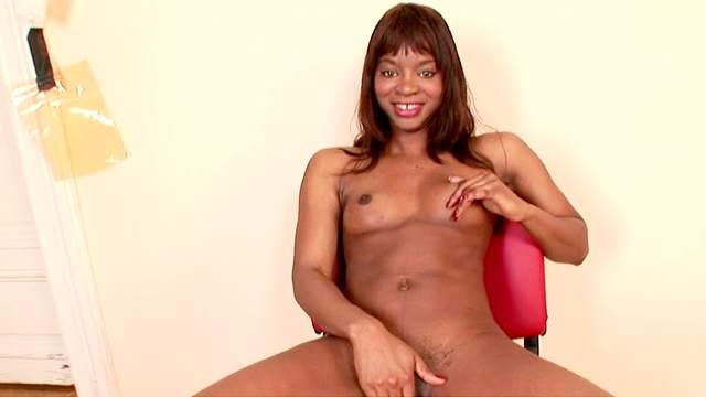 Ebony Jasmine shows off her big booty