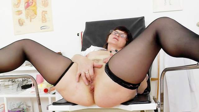 Slavomira gets an orgasm by masturbating her puss