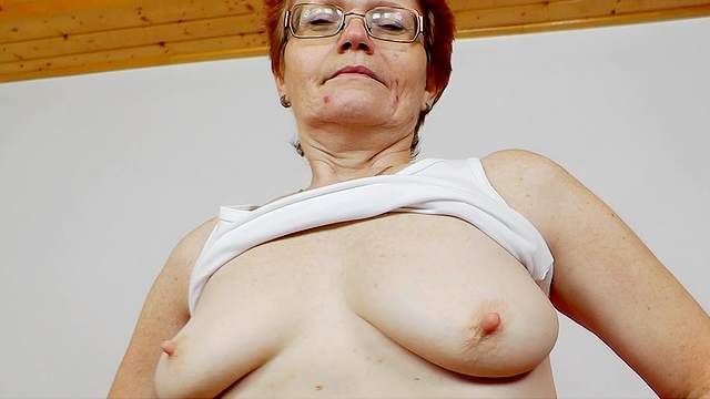 Granny Jindriska is penetrating her nice hole
