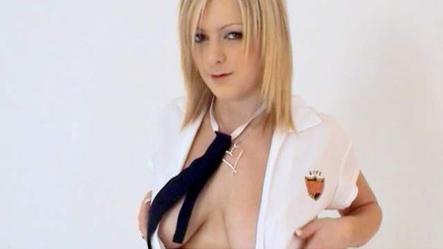 Blonde solo girl Jessica is showing her shaved pussy