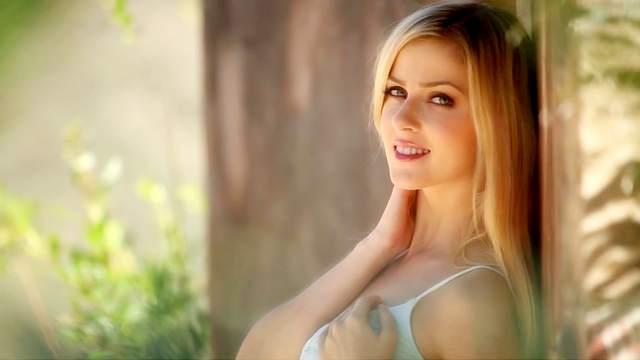 Gorgeous blonde Abigaile Johnson is masturbating