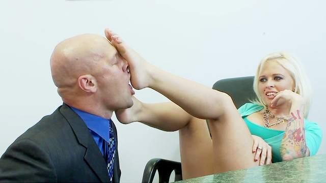 Fake-tit blonde Angel Vain fucks in her puss