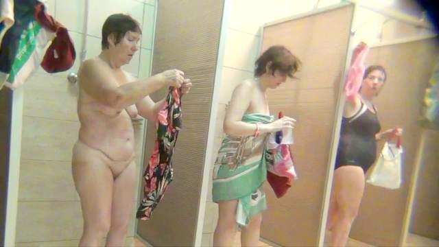 Hidden cam in the hot public women shower!