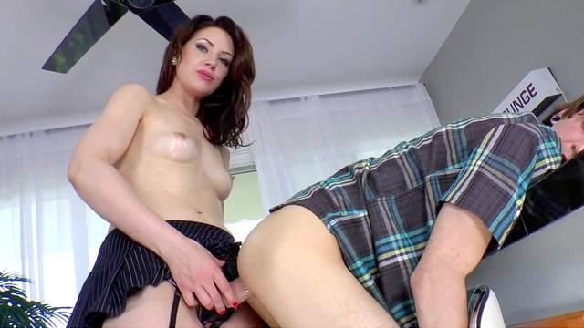 Sarah Shevon, Deviant Kade