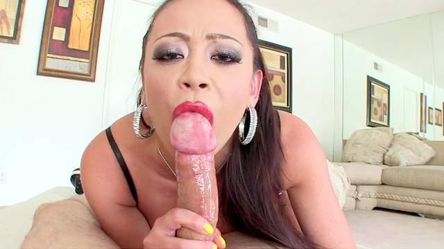 Mia Lelani is swallowing dirty load