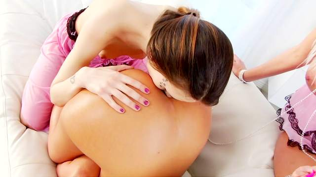 Naughty lesbian threesome along gorgeous babes