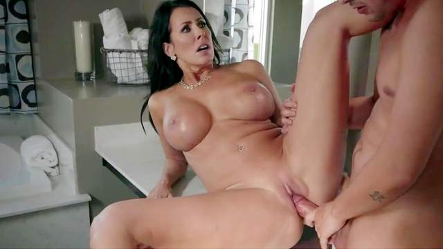 Hot mom banged by the step son in amazing scenes