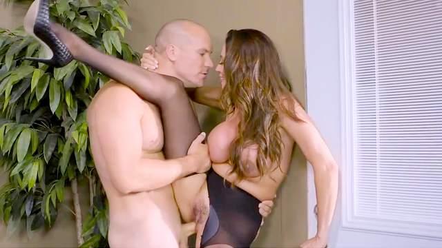 Ariella Ferrera, Sean Lawless
