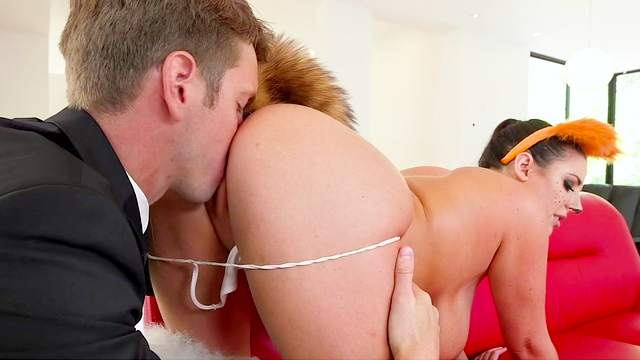 Angela White, Markus Dupree