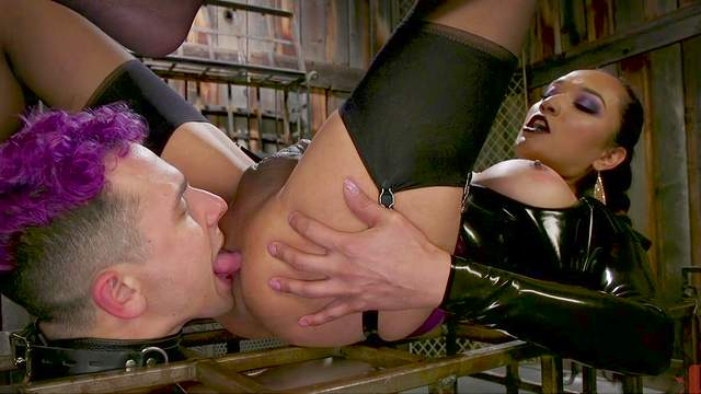 Zwei Transen Kelli Lox und Jessica Foxx VS eine böse MILF Angel Allwood