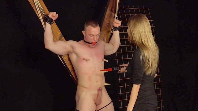 Dominantni Sestra tortures her helpless male slave on the chair