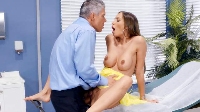 Bitch gets the dick in pretty harsh modes after a seductive foreplay