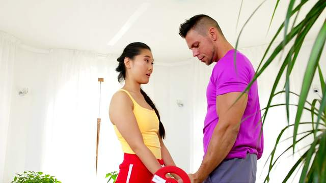 Body-tight Katana finds her trainer too difficult to resist