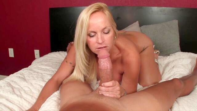 Naked mature plays with a giant cock on cam