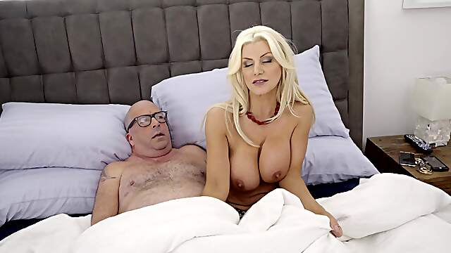 Dazzling nude MILF suits thirst with stepson's cock