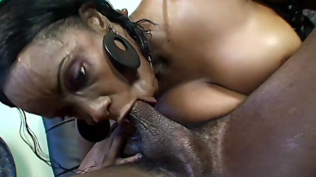 Dazzling ebony screams riding BBC like crazy