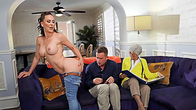 Couch porn with MILF on fire wanting to swallow