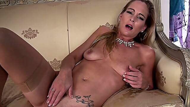 Mature solo woman pleasuring her hungry pussy - Elegant Eve