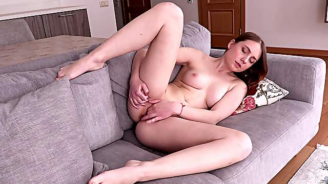 Appealing broad reveals ass and pussy in sensual XXX