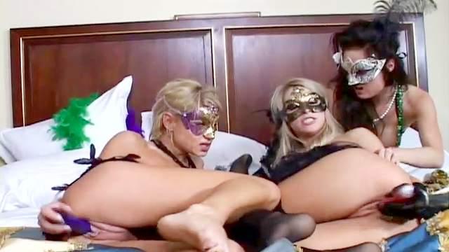 Nikki, Sammie Rhodes, Melissa Jacobs