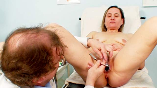 Medical fetish play with a mature brunette