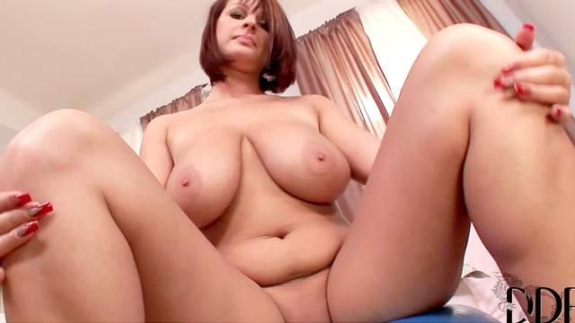 Bodacious big tits on curvy schoolgirl