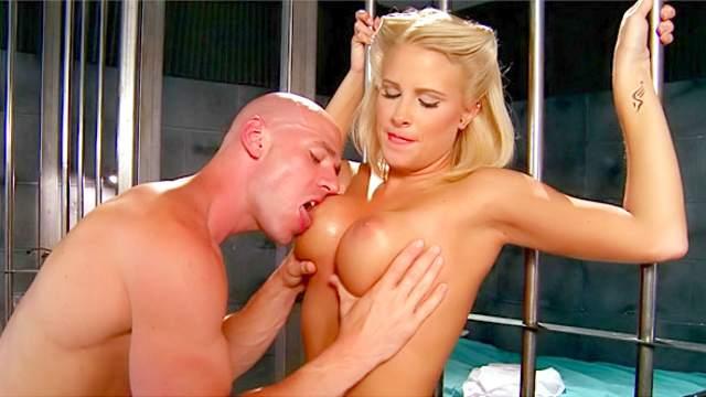 Blonde pornstar Jessica Nyx fucked