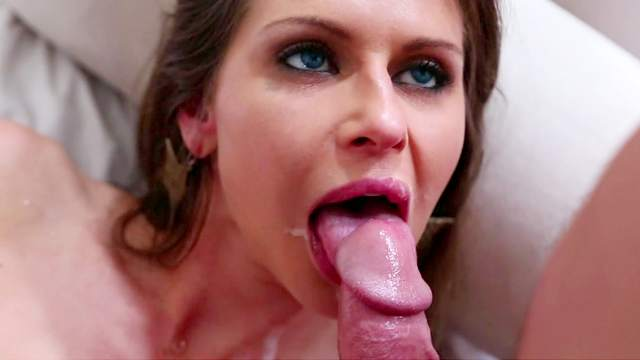 Sexy beauty Rachel Roxxx loves to be drilled